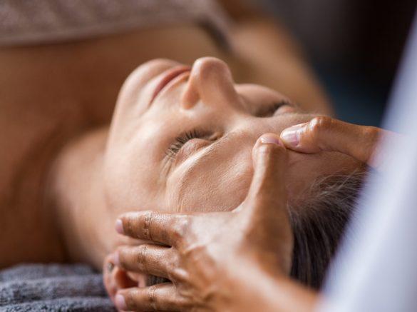 anti-aging-facial-treatment-KUZJC4F-min